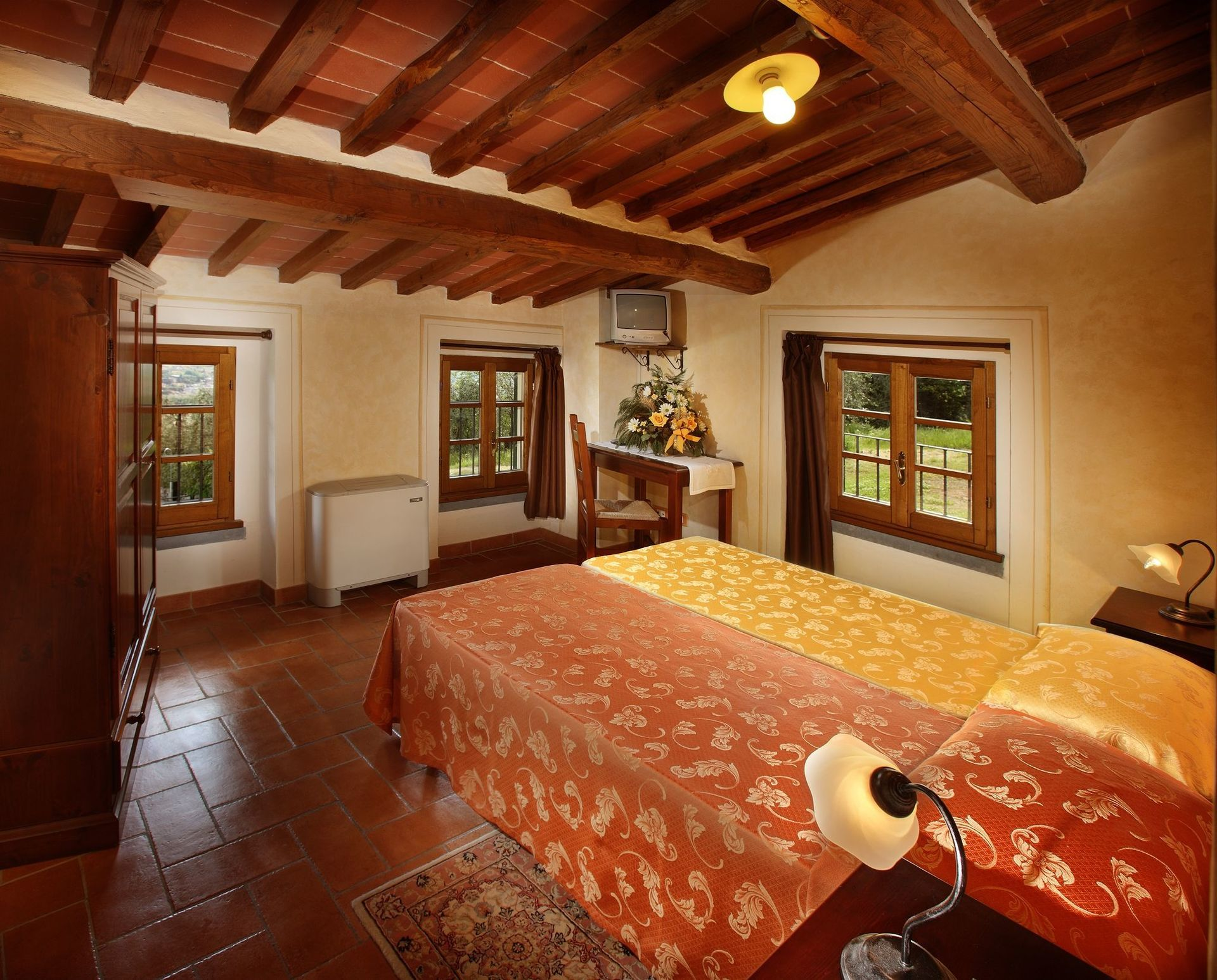 Villa le ferrette location de vacances couchages 23 dans 11 chambres montecatini alto - Villa de vacances vogue interiors ...